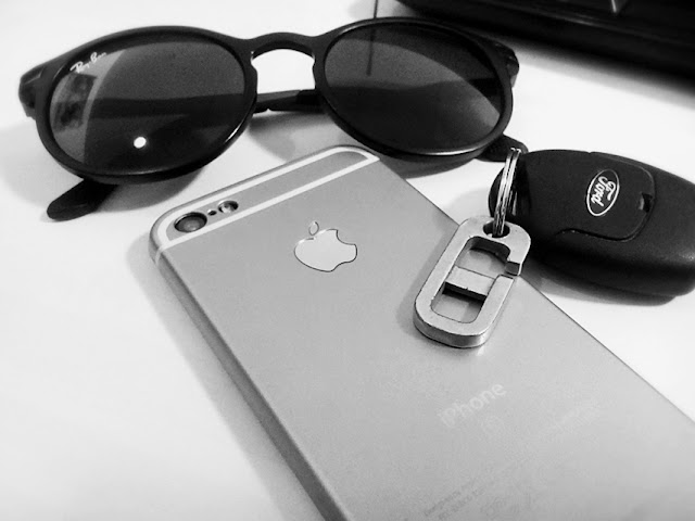 [Iphone] Iphone 6 SE With Ray Ban Glass And Ford Key