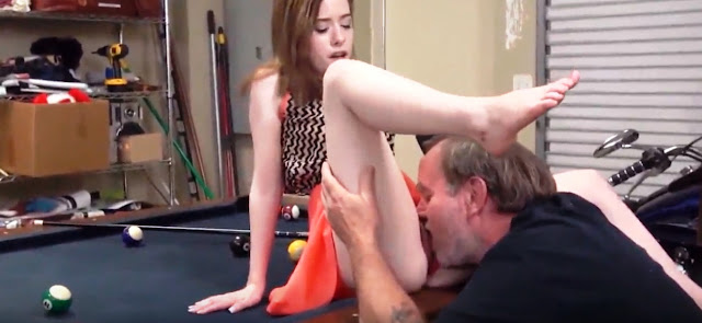 Старый трахает молодую (порно зрелый мужик и девушка) (cute daughter fucked)