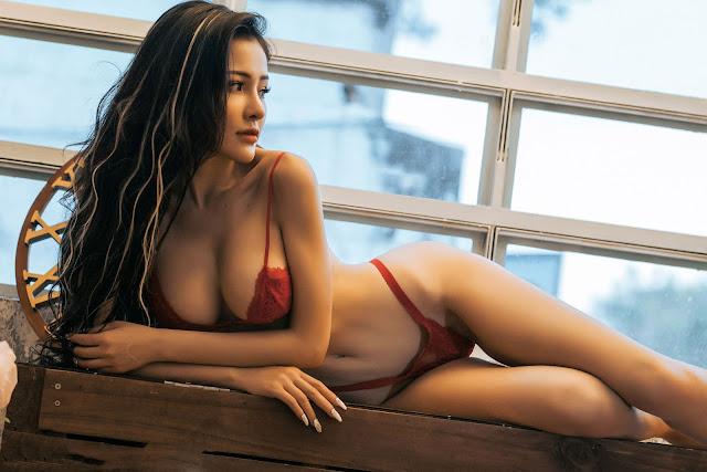 Ngân 98 vú to sexy trong bộ bikini đỏ