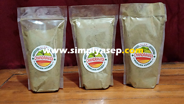 KRATOM in a small bottle about 300 Grams.  Photo Asep Haryono