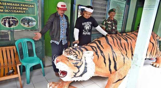 Patung Harimau di Koramil Cisewu Mendadak viral