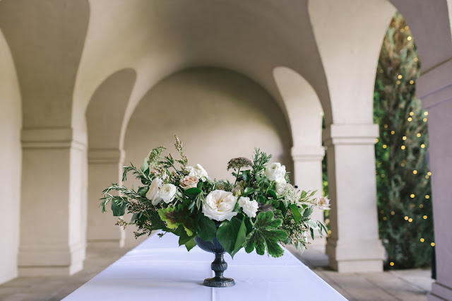 classical-white-wedding-flowers