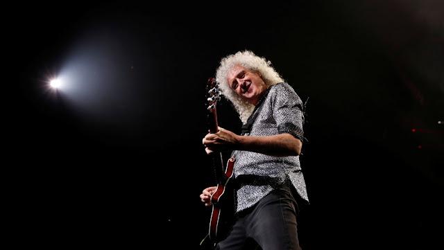 Brian May, guitarrista de Queen, hospitalizado tras destrozarse el glúteo mayor en un accidente en el jardín de su casa