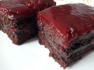 Vişne Soslu Çikolatalı Pasta Yapımı