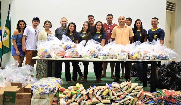 IFCE doa 1,5 tonelada de alimentos em Aracati