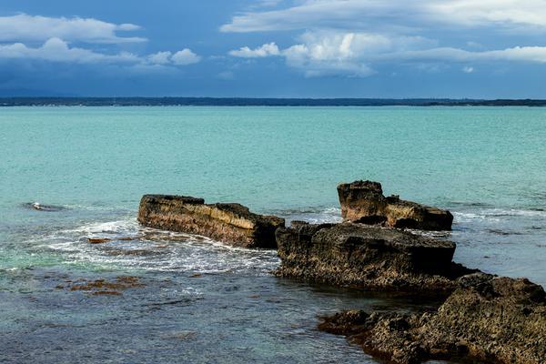 Konon dahulu merupakan pelabuhan kemudian dikutuk oleh si pahit lidah