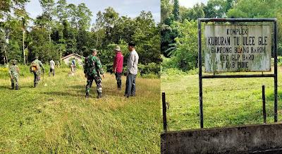 Menyembut HUT RI Muspika Glumpang Baro Bersihkan Makam Ulama