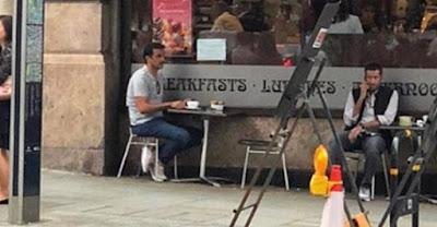 صورة «تميم» يجلس وحيدا في أمريكا تثير سخرية نشطاء تويتر