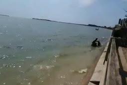 Viral Pemotor Nyemplung Pantai Jepara, Ceritanya Kok Malah Bikin Heran