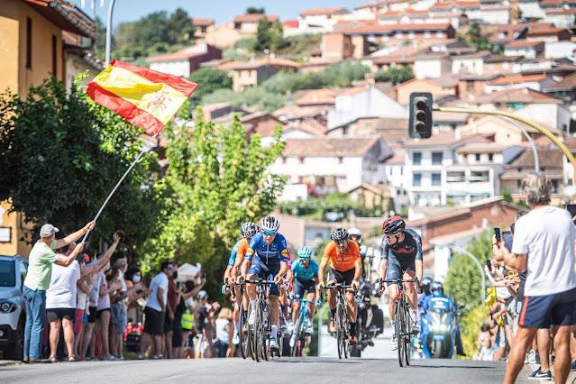Ciclistas durante a 15ª etapa da Vuelta a España 2021 - Foto: La Vuelta / Facebook