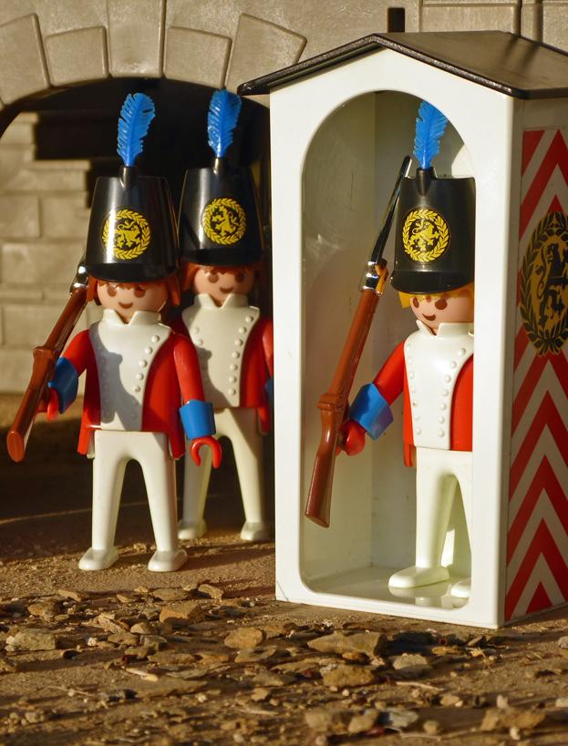 "Playmobil 3544, ""casacas rojas"" desfilando para cambio de guardia  (Playmobil 3544 - redcoats)"