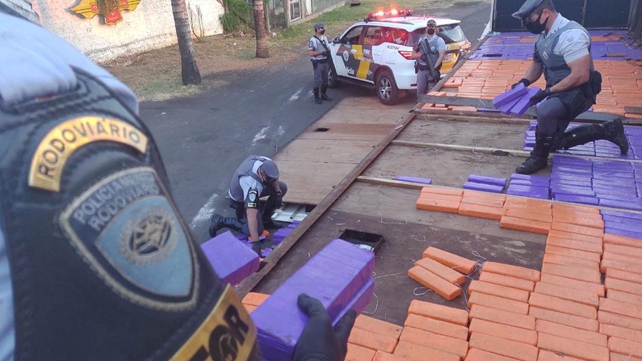 Polícia Rodoviária apreende mais de 1,2 mil tabletes de maconha em Marília