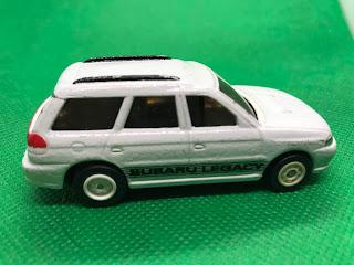 スバル レガシィ のおんぼろミニカーを側面から撮影