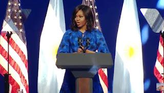 """""""Sean agentes del cambio mundial"""". Con esas palabras, Michelle Obama se dirigió ante las argentinas en una conferencia que brindó con la presencia de la primera dama argentina Juliana Awada. La presentación fue en el Centro Metropolitano de Diseño (CMD), ante un auditorio compuesto por mujeres jóvenes en el barrio de Barracas."""