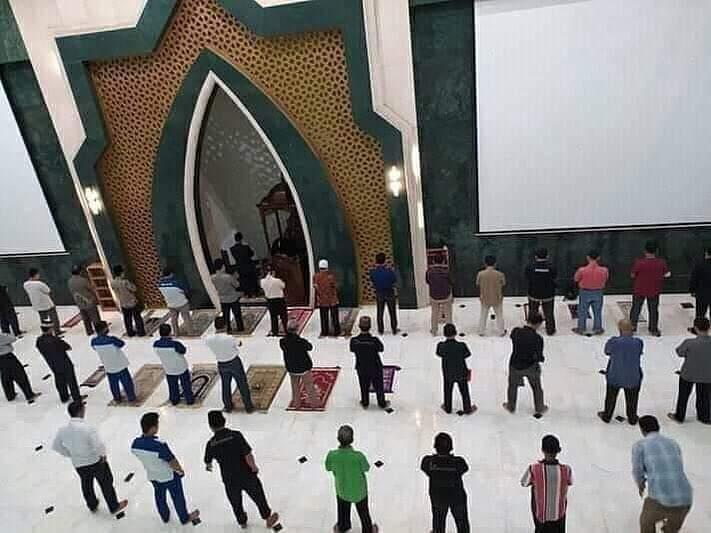 Hukum Shalat dengan Shaf Berjarak Menurut Ulama Syafi'iyah