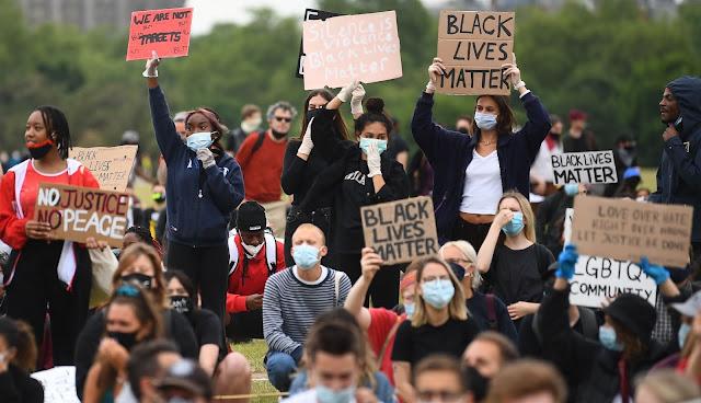 Puluhan Ribu Warga London Berpawai di Hyde Park Protes Kematian Floyd