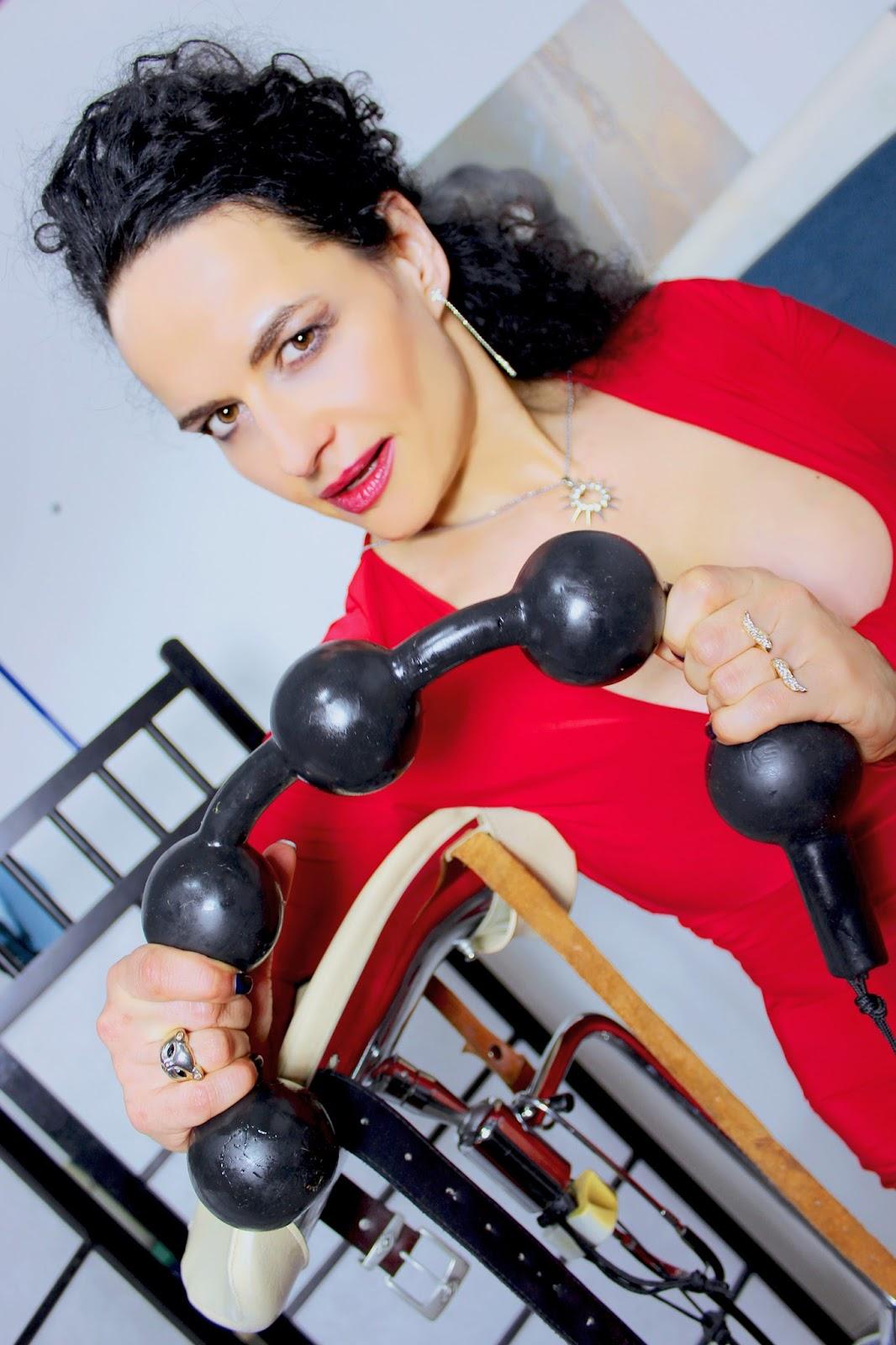 Klinikerin / Chefärztin / Therapeutin / Psychologin... Masseurin Fr.'Dr.' Alina Sommer