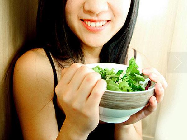 Các loại rau xanh như rau diếp, xà lách, rau bina, cải bắp, cải xoăn