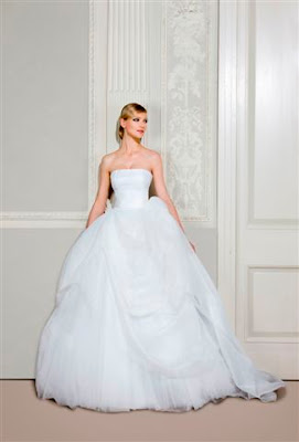 a9c6342ff71a4 シンプルで品のある大人花嫁仕様のウェディングドレス。