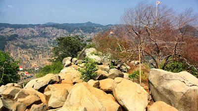 Puncak Taman Batu Gunung Karang di Majalengka