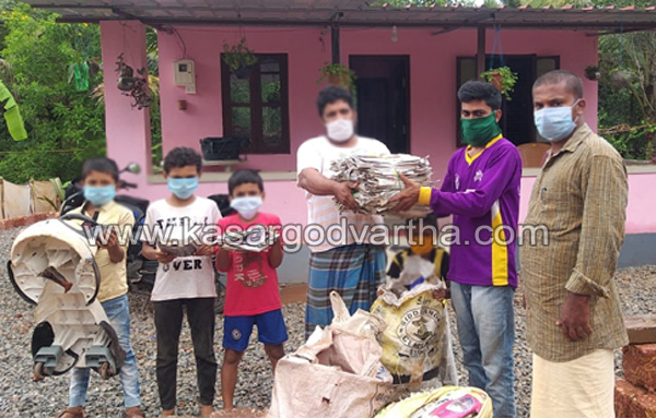 Kerala, News, DYFI started collecting old items for CM relief fund
