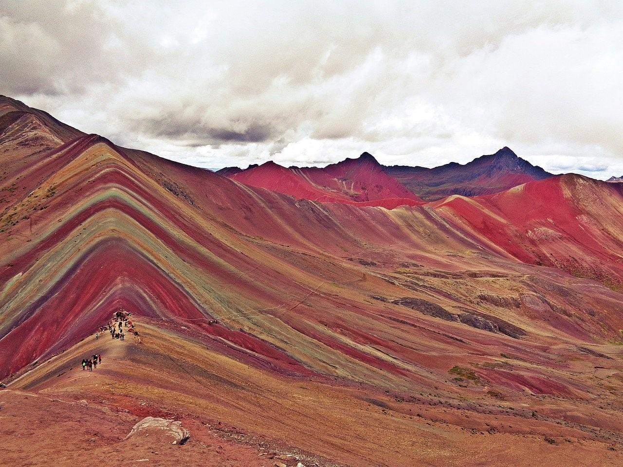montanha colorida de 5,2 mil acima do nível do mar no peru