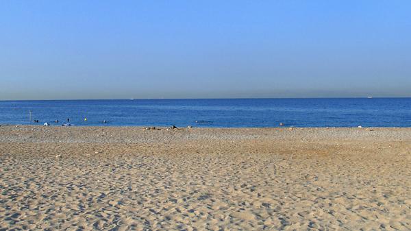 Σε άδεια παραλία  έξω απο το σπίτι της της έκοψαν πρόστιμο- Το παιδί της είχε έντονη επιθετικότητα λέει