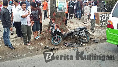 Tertabrak Mobil, Sepeda Motor Hancur Berantakan Dan Pengendara Terpental 10 Meter (4)