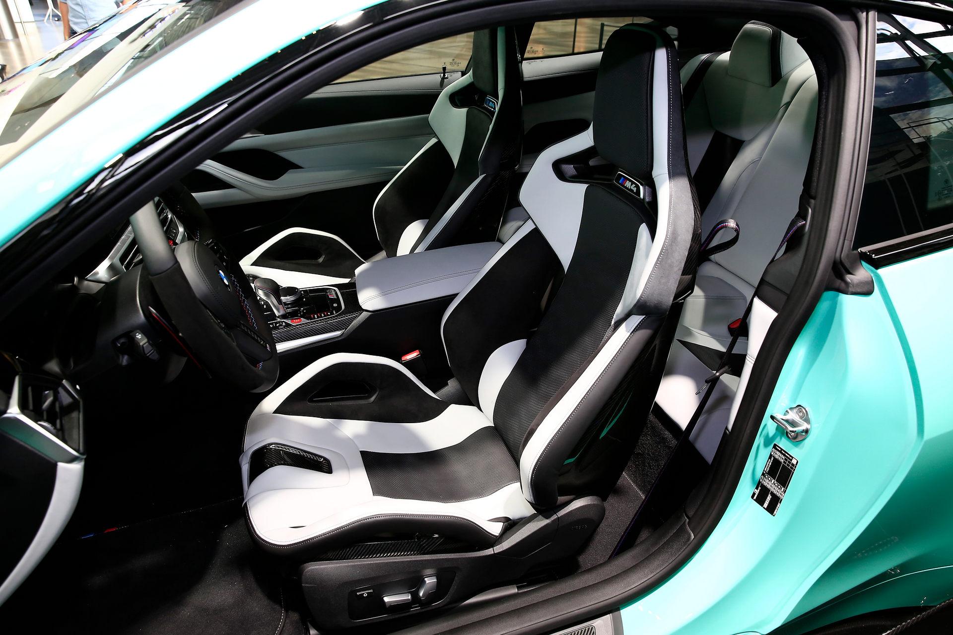 بي إم دبليو BMW M4 Competition المقاعد الأمامية