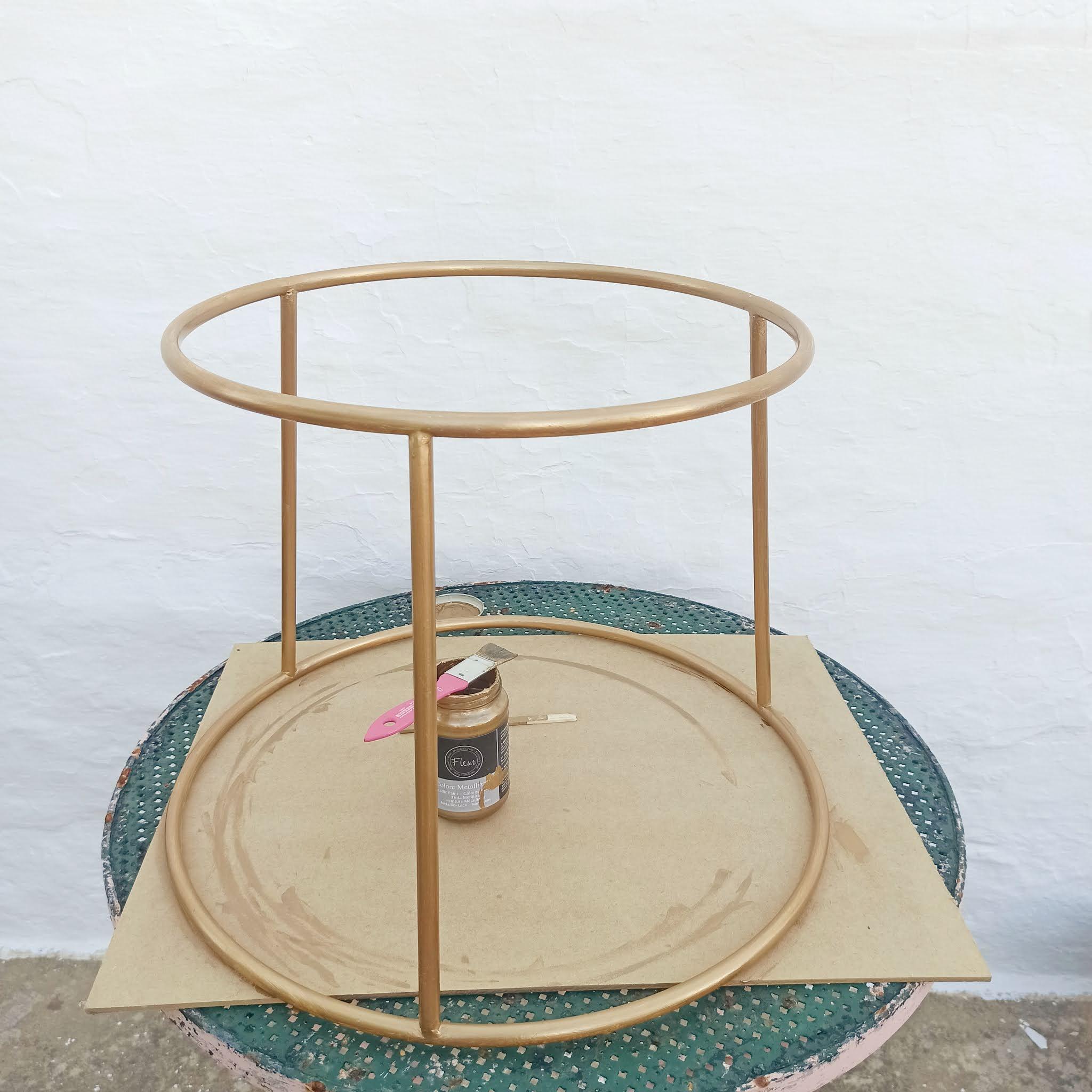 6-pouring-mesa-auxiliar-dorado