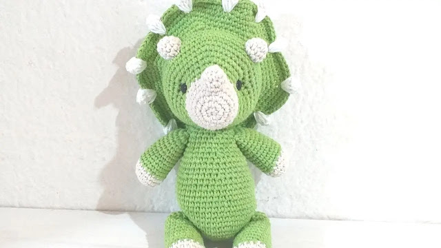 Dinosaurio Triceratops Amigurumi Tejido a Crochet