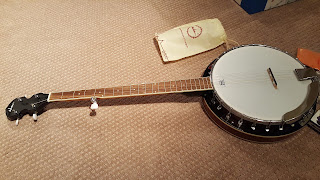 ADM - 5-String Banjo 24 Bracket with Closed Solid Wood Back and Geared 5th Tuner, Beginner Pack
