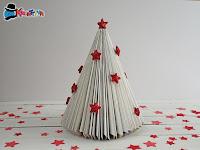 albero di natale riciclando un libro