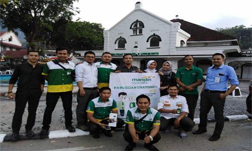 Semarak Ramadhan, Bank Mandiri Syariah Bagi Taqjil Gratis Kemasyarakat.