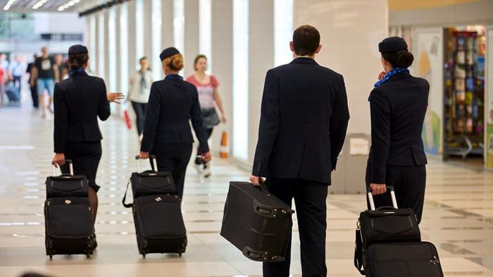 ماهي أهم العناصر التي يحملها الطيار في حقائبه؟