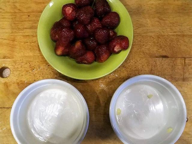 Deser w 15 minut - owoce pod kruszonką