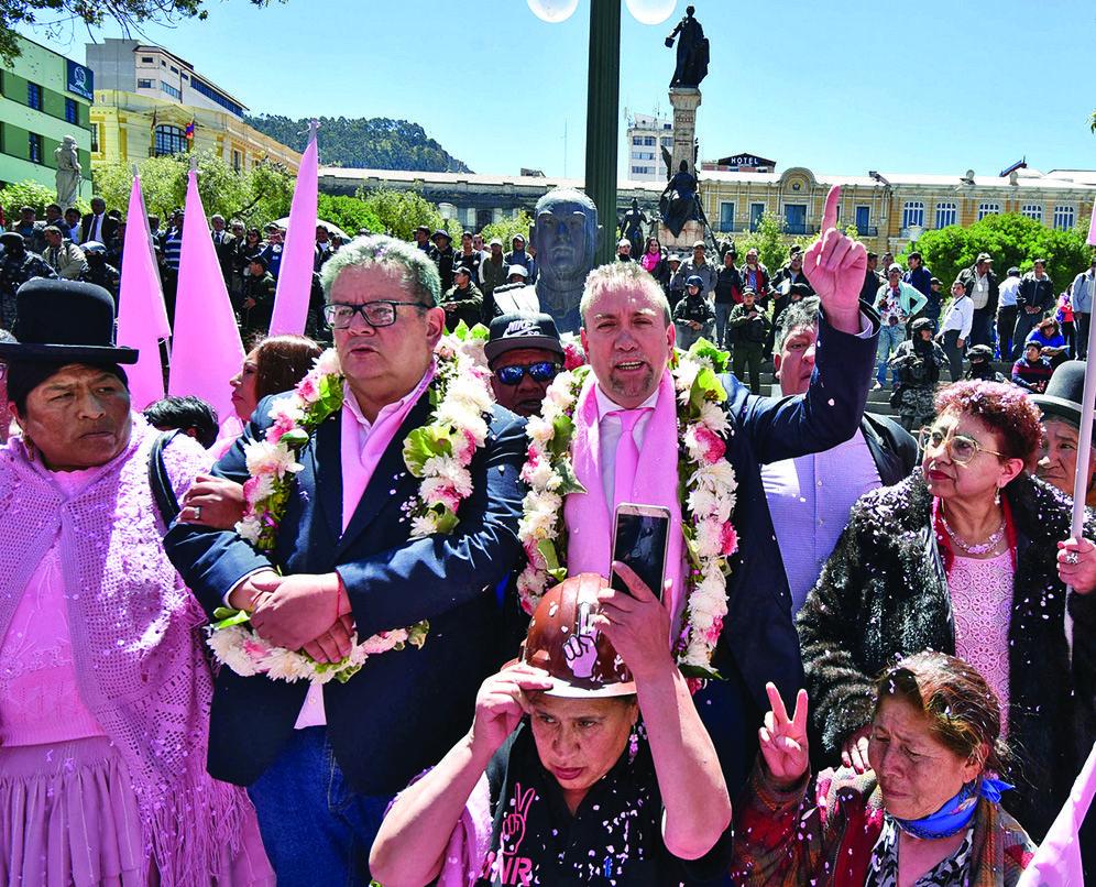 Siles y el candidato del MNR en los actos por el 9 de abril en La Paz/ ARCHIVO PÁGINA SIETE