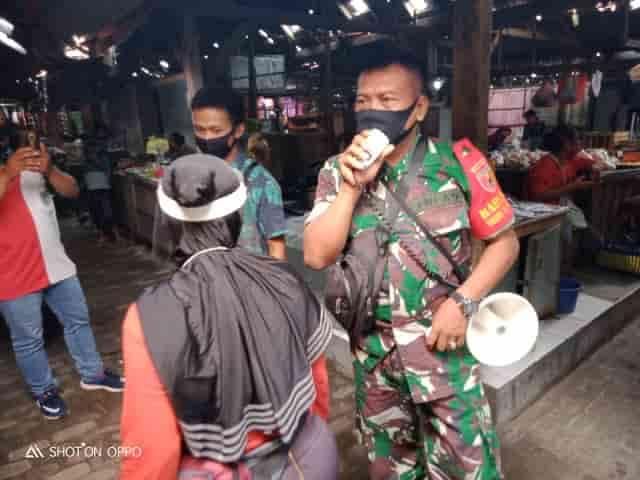 Koramil 18/Plemahan bersama Muspika Gelar Operasi di Pasar Guna Cegah Penyebaran Covid-19