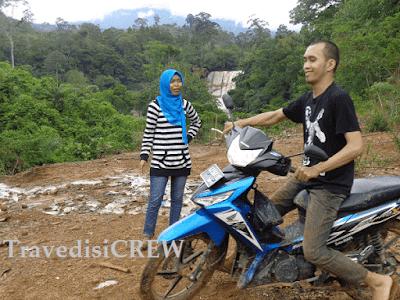 Artikel traveling mengenai keindahan air terjun di indonesia yang ada di kalimantan barat.. yaitu air terjun banangar yg biasa disebut melanggar..kisah horor