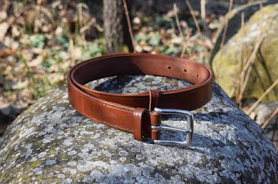 Cintura in cuoio con fibbia in acciaio inox nickel-free fatta su misura e disponibile in vari colori