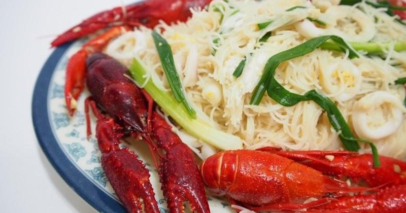 Tasty White Bee Hoon with Crawfish / Baby Lobsters ( 海鲜白米粉 )