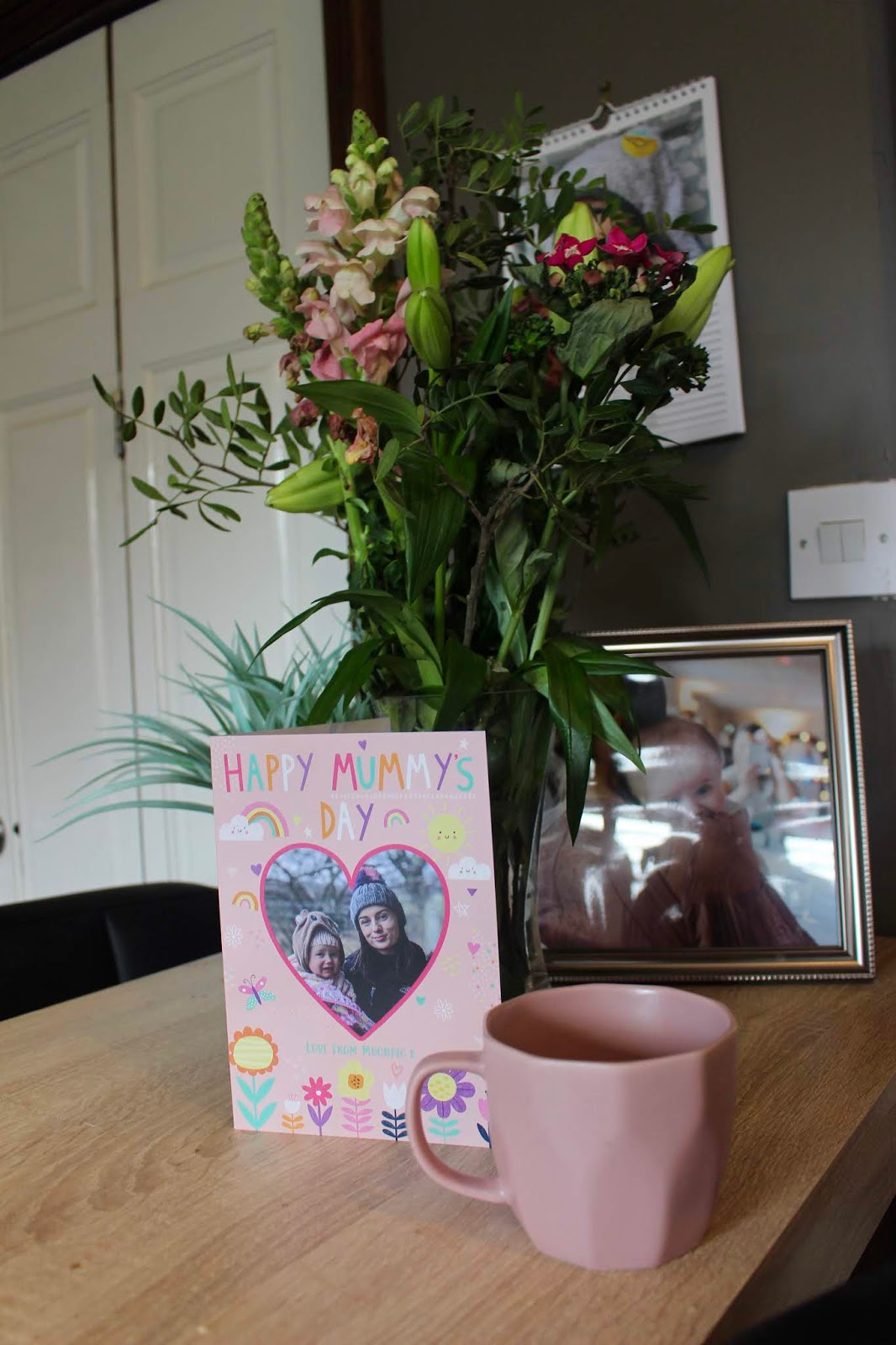 Mothers day card and flowers from Moonpig.