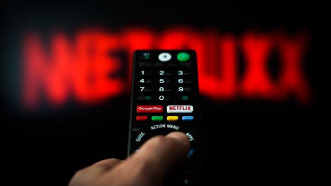 """Πώς θα καταπολεμήσει το Netflix το """"μοίρασμα"""" των κωδικών μεταξύ φίλων και συγγενών"""