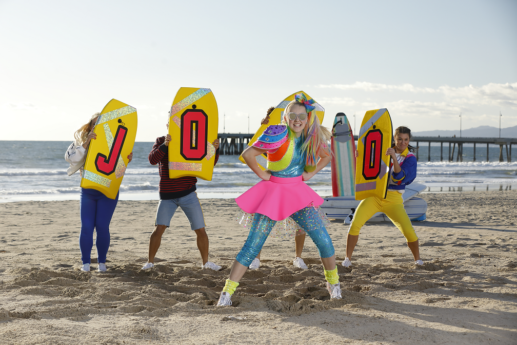 """cda33bfe8f Nickelodeon star and YouTube sensation JoJo Siwa is set to throw the  biggest party of the year with the debut of her brand-new music video for  """"Worldwide ..."""