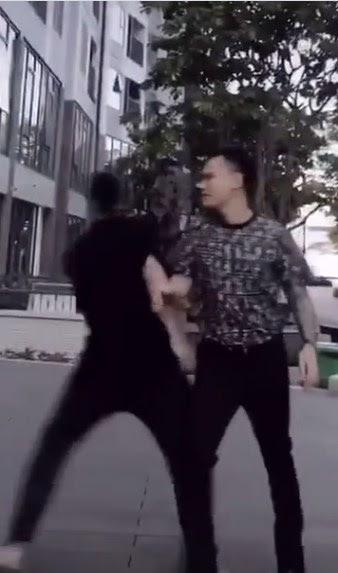 """Xôn xao clip Khắc Việt """"ẩu đả"""" Vũ Khắc Tiệp ở ngoài đường phố?"""