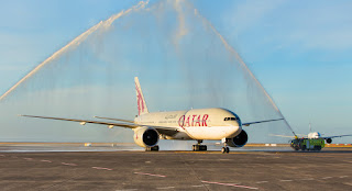 Qatar Airways receives water cannon salute upon arrival in Auckland, Boeing 777, Doha, world's longest passenger flight by duration