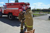 Примеряем форму пожарного