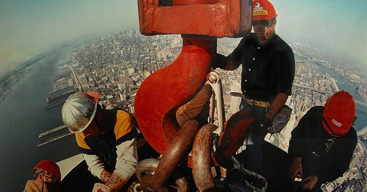 Amazing Photographs of Construction Workers Installing the Antenna on the Top of the World Trade Center, 1979
