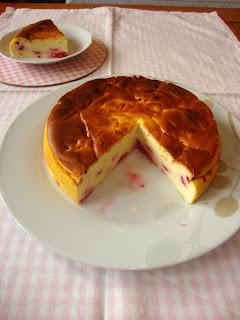 Detalle tarta de queso y frambuesas