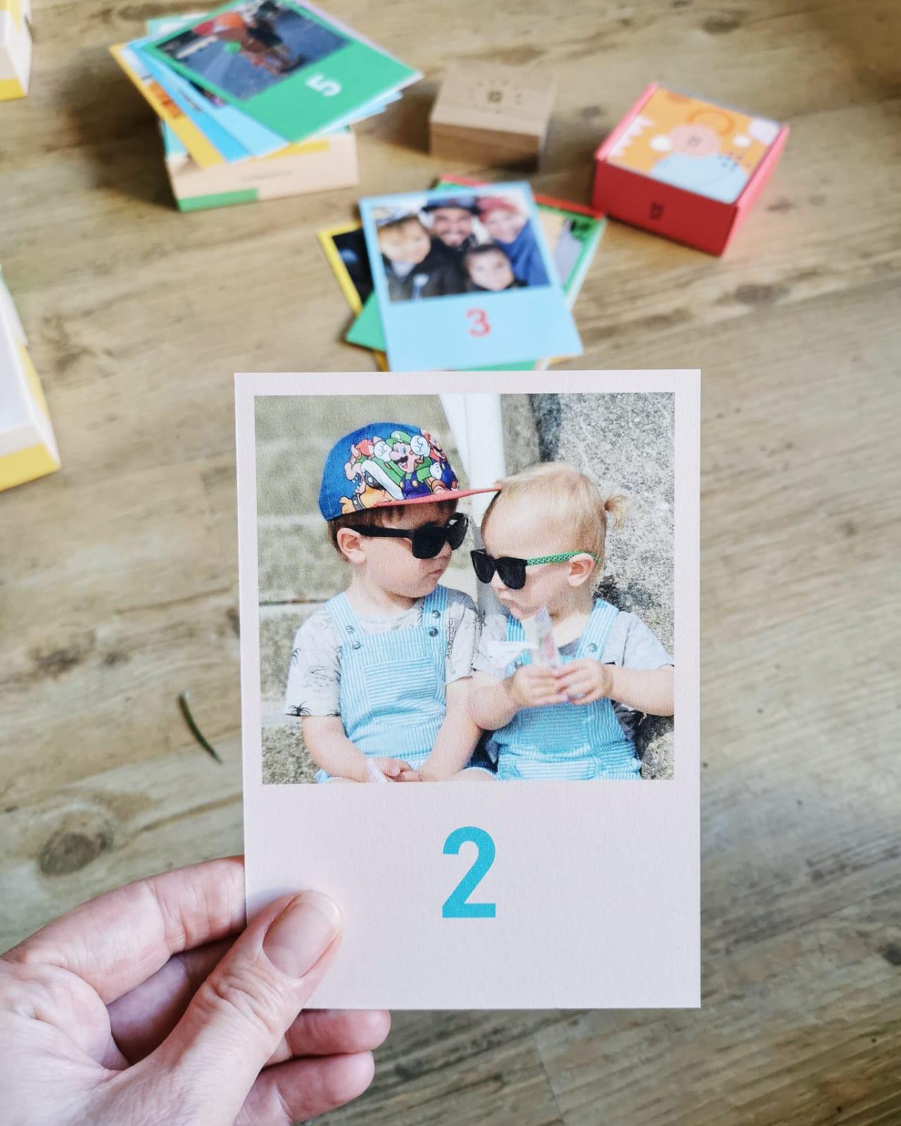 Knallbunte, einzigartige und personalisierbare Fotobücher, Foto Memospiele, Weihnachtskarten, Adventskalender, Kalender, Geburtskarten von Kleine Prints – super schnell und total einfach gestaltet // judetta.de
